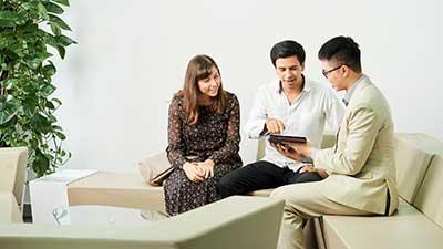 financial-consultation-for-couple-4A7MYHV
